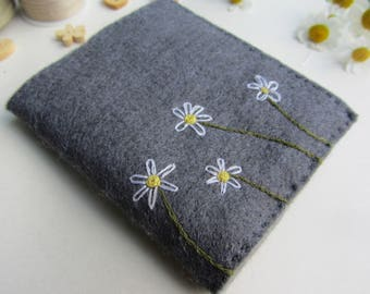 Felt Needle Case – Needle Book – Hand Embroidered Sewing Needle Book – Sewing Book – Needle Keeper – Felt Needle Holder – Needle Organizer