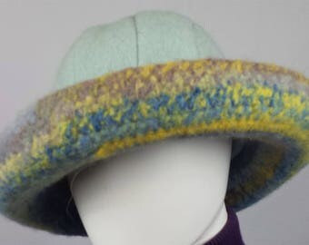 A114 wide brimmed wool hat, blue/yellow