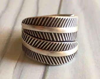 Leaf silver ring, earthy silver ring, boho leaf ring, leaf like silver ring, modern leaf ring