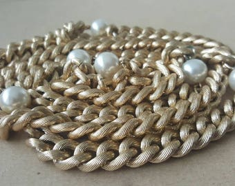 Vintage 1980s Sautoir Chanel Style Long Gold Chain Faux Pearl Necklace