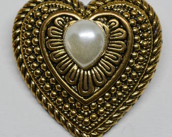 Lovely gold tone heart pin