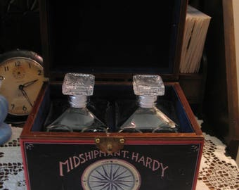 Mini bar shot of living wood, imitation sea chest, two carafes of glass and four glasses.