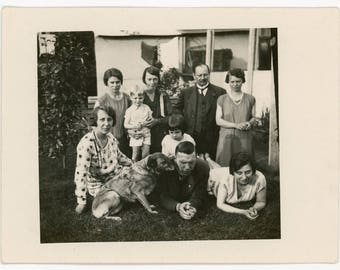 vintage photo 'Uneasy Family Picture' vernacular photos, snapshot, found photos 20s 30sman women, brother sisters