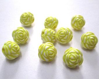 10 yellow flower beads 13mm acrylic