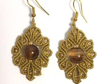Customizable semi-precious pearl macramé earrings