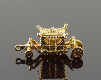 9k Cinderella Royal Carriage 3D Articulated Charm/Pendant Gold