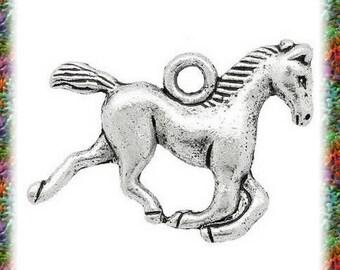 6 pendants antiqued silver trotting horse
