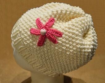 beige hat with flower knitting pattern