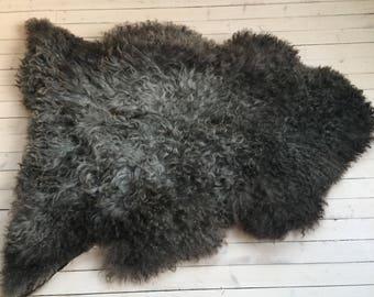 Interior rug beautiful sheepskin Norwegian pelt volumous sheep skin curly grey throw 18016