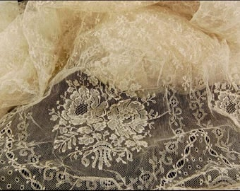 Vintage French Chantilly Ivory Lace Single Scallop Fabric