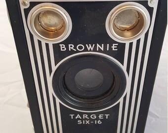vintage 1940's Kodak Brownie six-16 box camera  Black and silver front