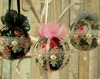 Shabby chic christmas baubles lace ornaments fabric for Weihnachtskugeln vintage