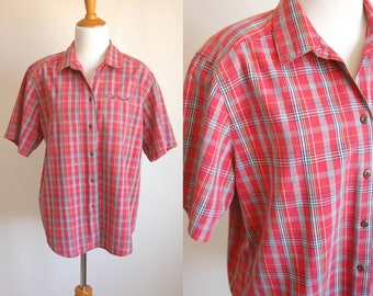 80s/90s Red Plaid Short Sleeve Button Up with Breast Pocket - Casual Summer Button Up T Shirt - Red and Blue Plaid Cotton - Size Large XL