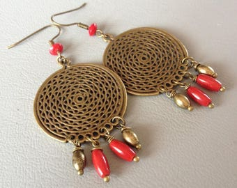 Earrings ethnic and Bohemian earrings, coral and bronze metal.