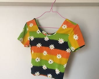 90s Does 60s Psychedelic Daisy Print Crop Top