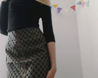 cute ZIPPER fitted skirt with abstract pattern
