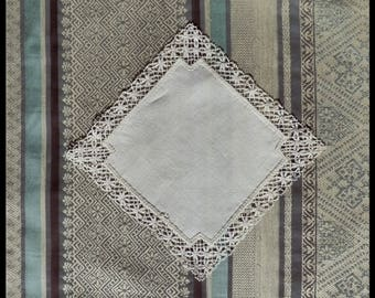 French hankie with Auvergne lace - handmade lace- french lace - traditional lace - handkerchief - pure linen - fine linen - brocante -
