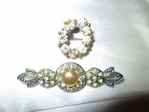 2 lovely Art Deco vintage silver metal rhinestone brooches