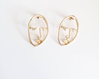 Wink face earrings