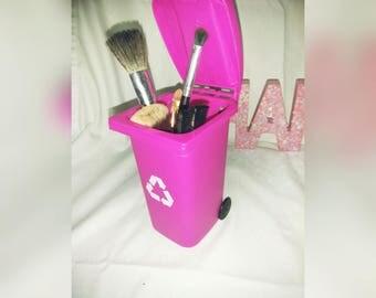 Dirty Make up brush holder
