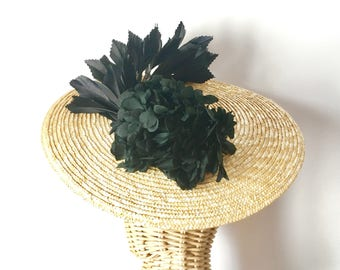 Natural straw with preserved flower headdress
