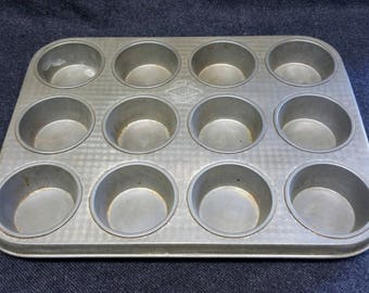 Vintage 1950's Willow Baking tray 12 cup cakes / small muffins - made in Australia.