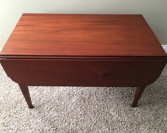Mahogany coffee table (folding)