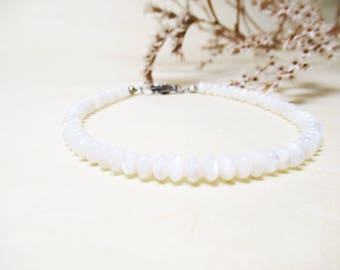 Mother of Pearl Bracelet Minimalist Bracelet Delicate Bracelet Bridal Bracelet Gemstone Bracelet Mother of Pearl Jewelry Romantic Bracelet