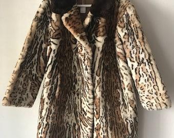 Stunning Long Retro Style Mouton Fur Coat With Big Warm Collar Women's Size Large.