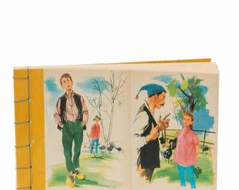 Carnet vintage, illustrations livre enfant ancien, reliure japonaise, jaune, collage, fait main, Made in France, fil de lin bleu,