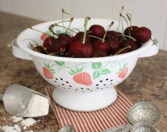 White Strawberry Motif Colander// Berry Strainer// Farmhouse Decor