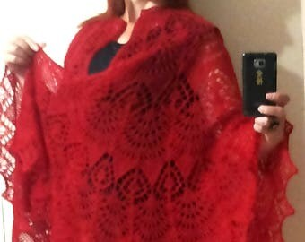 Шаль вязаная ажурная вишневая Openwork shawl knitting