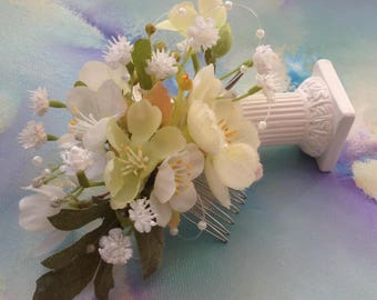 White Floral BRIDAL/BRIDEMAID Floral Headpiece/COMB, perfect for a Romantic Country Wedding