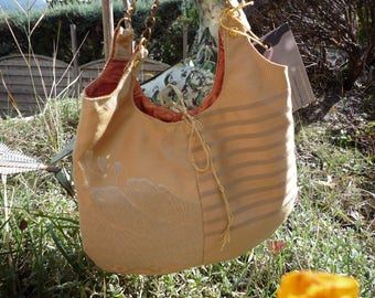 With handles in gold chain evening purse