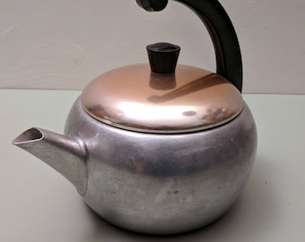 Wear-Ever Hallite 2-1/2 quart Atomic Age tea kettle #3062-1/2