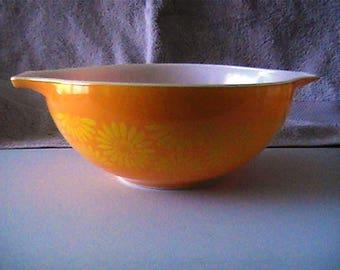 Vintage 1960 444 Pyrex 4 quarter Sunflower Cinderella Mixing Bowl