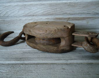 Farm primitive - Wood pulley - Rustic farm decor - Metal pulley - Old wood pulley - Rustic wood pulley - DIY Lighting pulley, Antique pulley