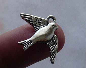 Bulk Charms, Swallow Charm, Bird Charm, 30 Charms, Charm for Bracelet, Charm for Necklace, Animal Charms, Antique Silver Tone Swallow Charms