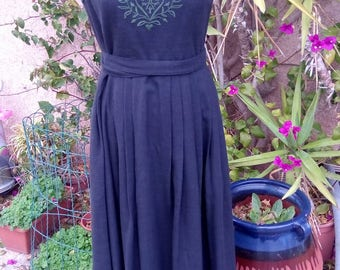 pretty long dress anthracite embroidered emerald green.