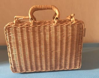 Vintage wicker hand bag/ sewing box