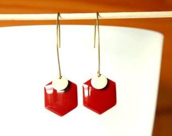 Elegant earring sequin enameled hexagonal red bordeaux and round beige