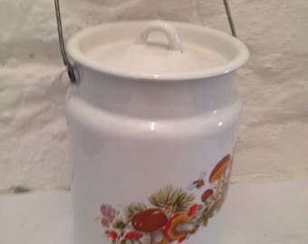 Vintage mid-century enamel milk churn. /Country kitchen/enamelware. Collectable enamelware/kitchenalia/display/country kitchen.