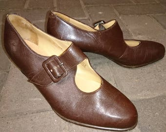 Vintage Clarks Mary Jane shoes, brown buckle Mary Jane mid heel