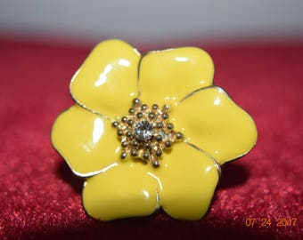 60's / 70's Metal Ring Size 6-1/2, Yellow Flower
