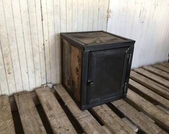 Box Maraina raw wood and steel