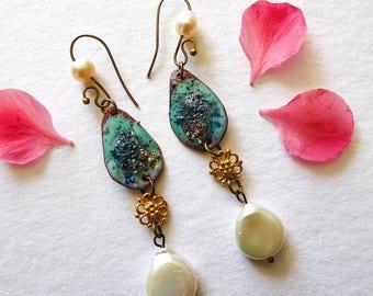 Elegant earrings, Vermeil, handmade enamel and pearls at the bottom of the shells