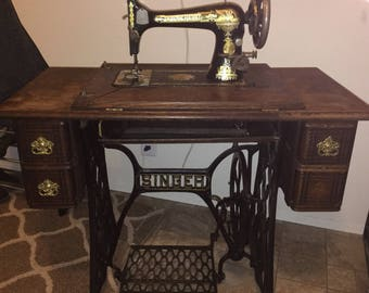1904 Singer Treadle Sewing Machine model 27