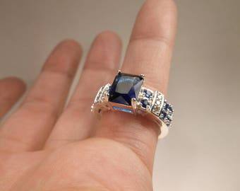 Stunning Vintage Sterling Silver 925 Blue Stone Cocktail Ring in Size 8