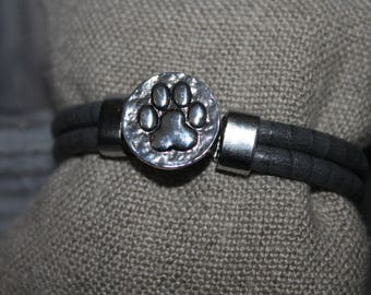 "Gray bracelet with a snap ""paw"""