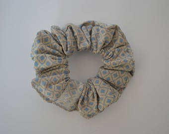 Scrunchie patterned beige and blue